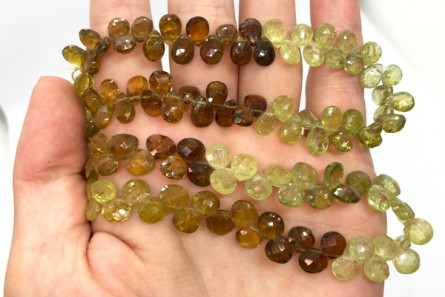 A Grade 68 pcs GrossularGreen Garnet 5x7mm Natural Faceted Top Drilled Flat Teardrop Gemstone Beads